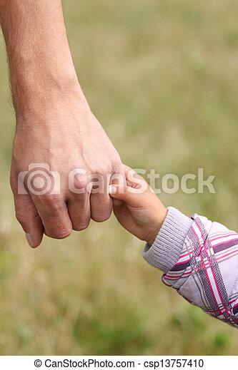 小さい子供, 手掛かり, 親, 手 - csp13757410