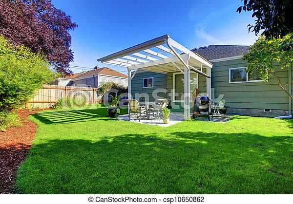 小さい家, backyard., 緑, ポーチ - csp10650862