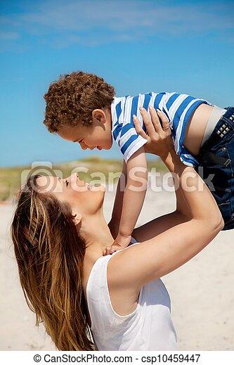 届く, お母さん, 若い, 彼女, 息子 - csp10459447