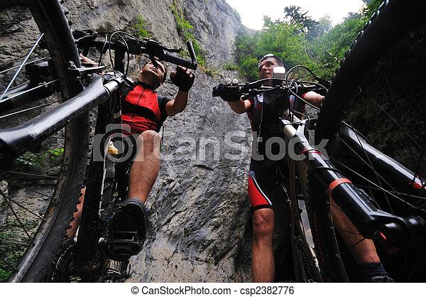 屋外, 山, 友情, 自転車 - csp2382776