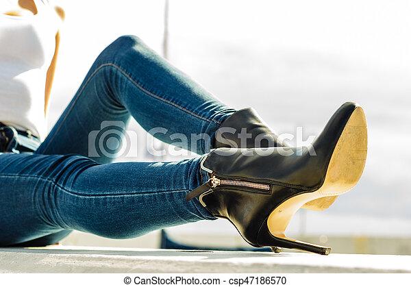 屋外, 靴, デニム, 女, かかと, 足, ズボン
