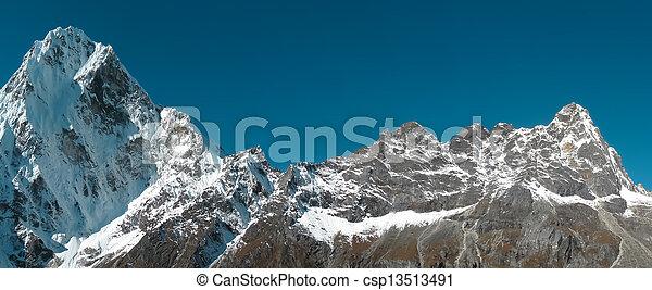 山, 多雪, 全景 - csp13513491