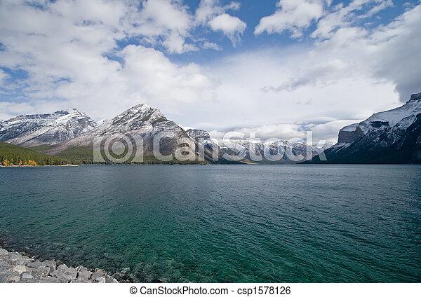 山, 岩が多い, 湖 - csp1578126