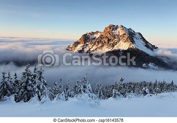山, 斯洛伐克, 冬天風景 - csp16143578