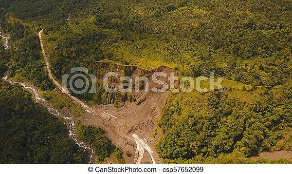 山。, camiguin, 道, 地すべり, 島, フィリピン。 - csp57652099