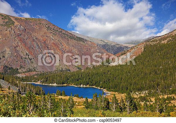 山, tioga 湖, 絵のよう, 赤 - csp9053497