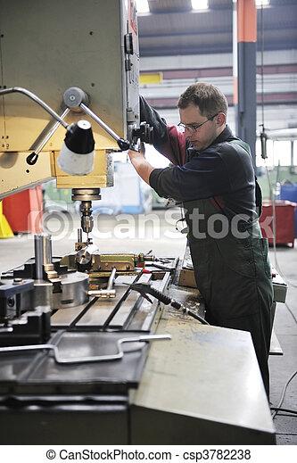 工人, 工廠, 人們 - csp3782238