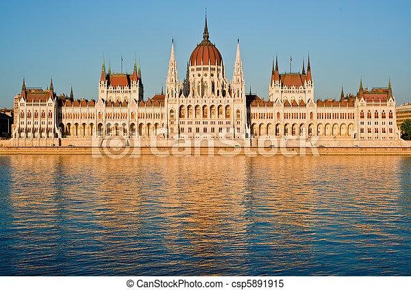 布達佩斯, 議會 - csp5891915