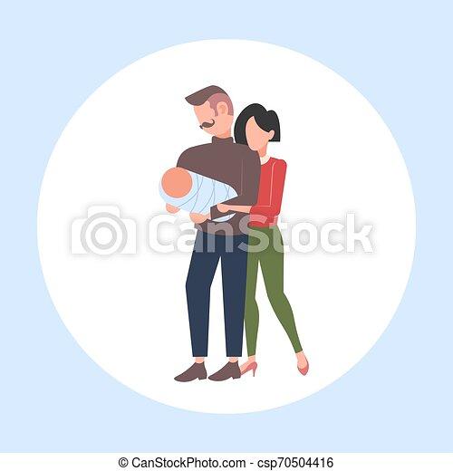平ら, 概念, 家族, 母, 父, 一緒に, 親であること, 赤ん坊, 長さ, フルである, 子を抱く, 楽しみ, 幸せ, 新生, 持つこと, 人 - csp70504416