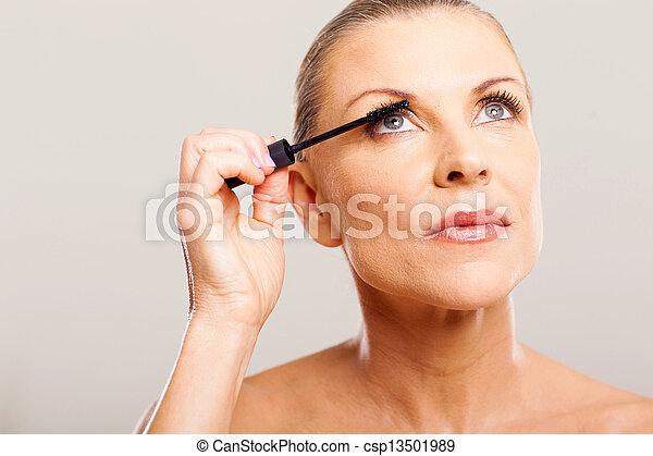年長の 女性, パッティング, mascara - csp13501989