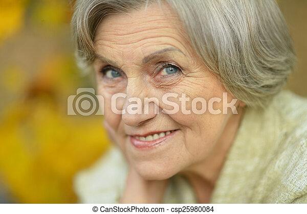 年長の 女性, 幸せ - csp25980084