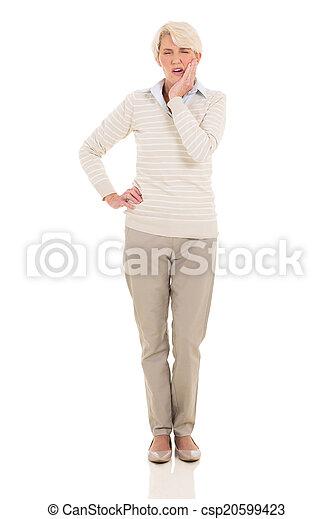 年長の 女性, 持つこと, 歯痛 - csp20599423