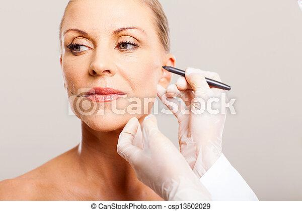年長の 女性, 訂正する, 医者, 顔 - csp13502029