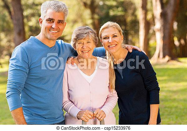 年齢, 屋外で, 中央の, 母, 年長の カップル - csp15233976