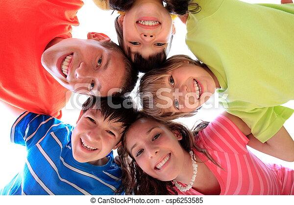 幸せな微笑すること, 子供 - csp6253585