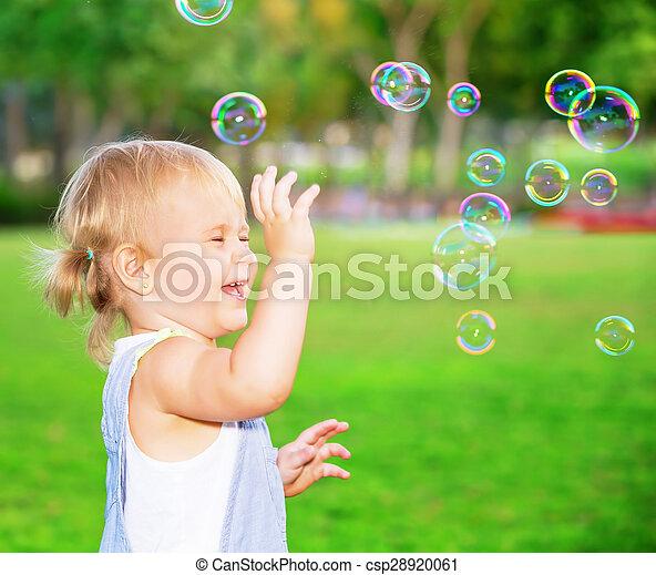 幸せ, 屋外で, 遊び, 子供 - csp28920061