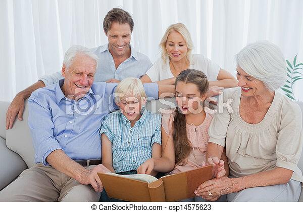 延長, アルバム, 見る, 写真, 家族 - csp14575623