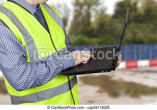 建物, ベスト, 彼の, 測量技師, ラップトップ, vis, やあ、こんにちは, データを入力する - csp34114028