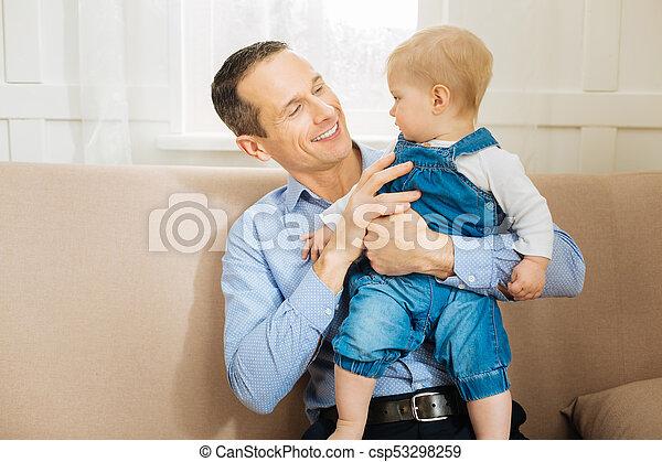 彼の, モデル, 父, 見る, 間, 赤ん坊, 注意深い, 彼 - csp53298259
