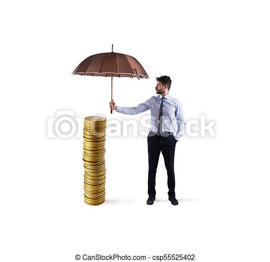彼の, 保護, お金, 節約, 概念, ∥守る∥, ビジネスマン, umbrella., 保険 - csp55525402