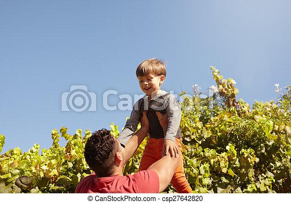 彼の, 父, 空気, 高く, 息子, 持ち上がること - csp27642820