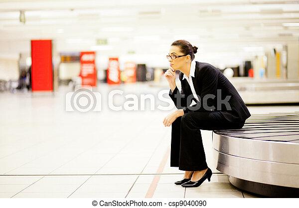 待つこと, 女性実業家, 空港, 手荷物 - csp9040090