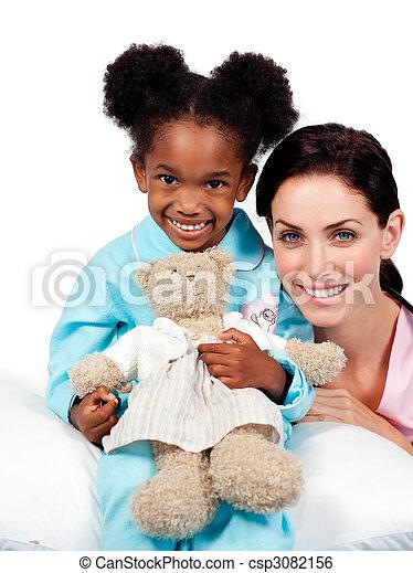 很少, 她, 看, 女孩, 照像機, 護士, 微笑 - csp3082156