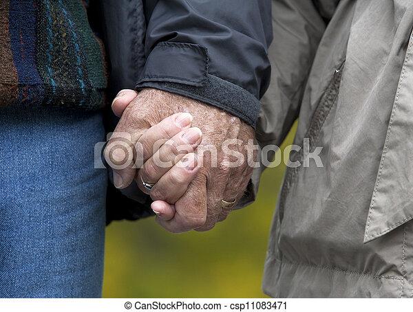 恋人, 成長した, 手を持つ - csp11083471