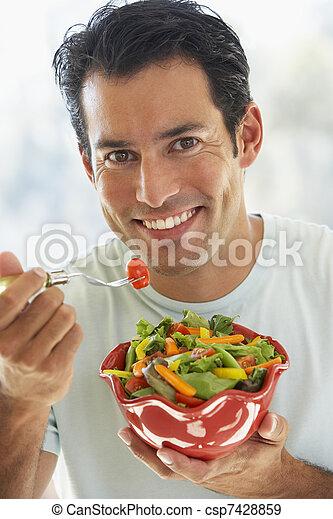 成人, 食べること, 中央の, サラダ, 人 - csp7428859