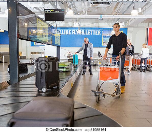 手荷物, コンベヤー, 待つこと, 空港, 人, ベルト - csp51955164