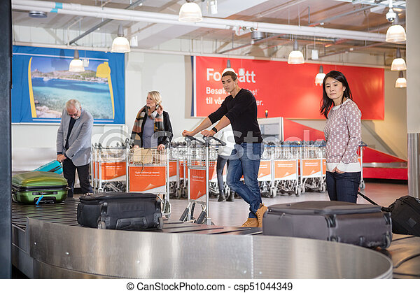 手荷物, コンベヤー, 待つこと, 空港, 観光客, ベルト - csp51044349
