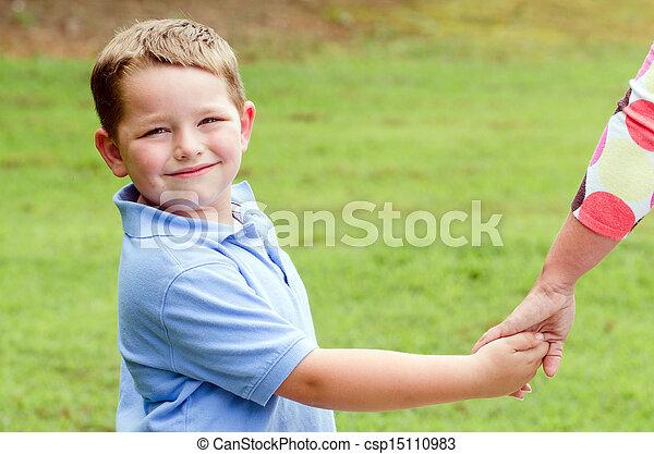 手, 子を抱く, 親 - csp15110983