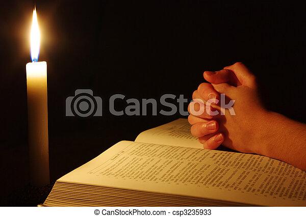 手, 祈ること - csp3235933