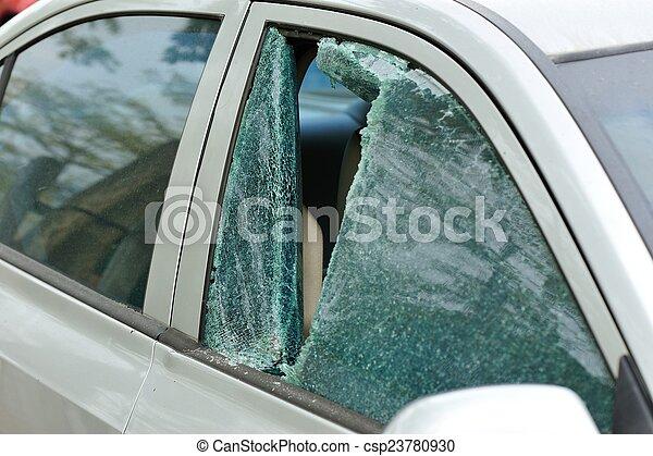 打ち壊された, 車 窓, 泥棒 - csp23780930