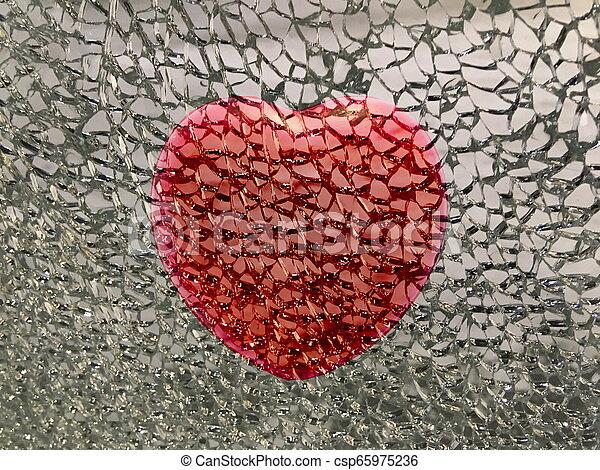 打破, 紅的背景, 心 - csp65975236