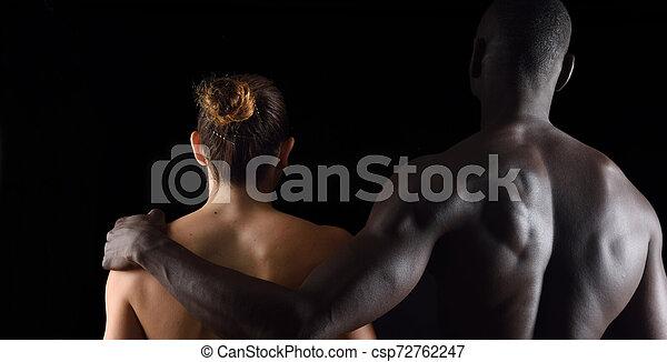 抱擁, 恋人, 背景, interracial, 黒 - csp72762247