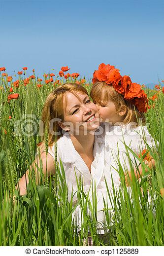 接吻, 女の子, 母 - csp1125889