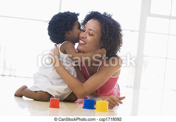 接吻, 微笑, 屋内, 娘, 母 - csp1718092