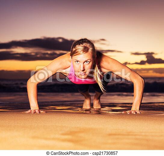 推, 婦女, 向上, 健身 - csp21730857