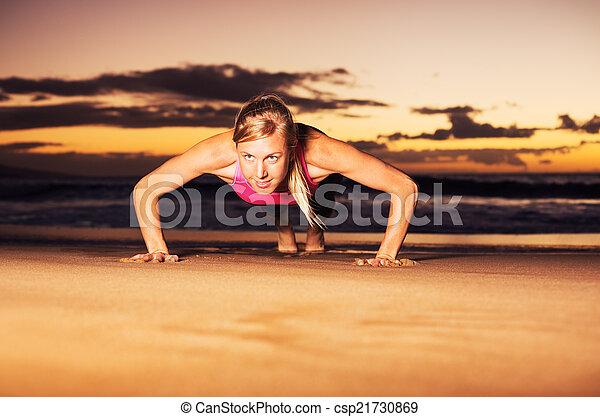 推, 婦女, 向上, 健身 - csp21730869