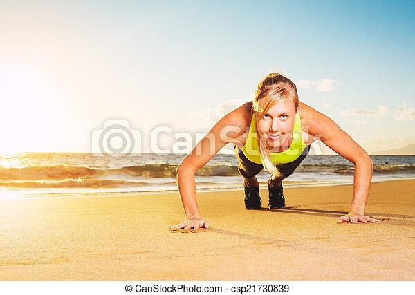推, 婦女, 向上, 健身 - csp21730839