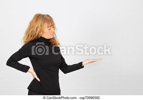 提示, 女, 成人, 白い スペース - csp70996392