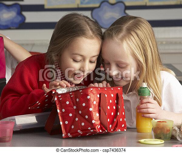 教室, 学校, 生徒, 予備選挙, 昼食, 楽しむ, パックされた - csp7436374