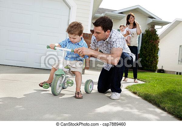 教授, 乗車, 息子, 父, 三輪車 - csp7889460