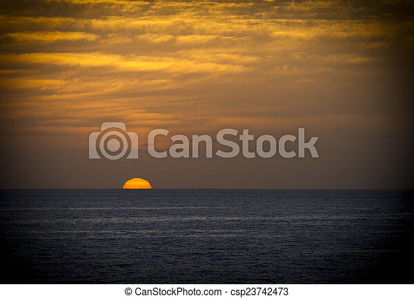 日の出 - csp23742473