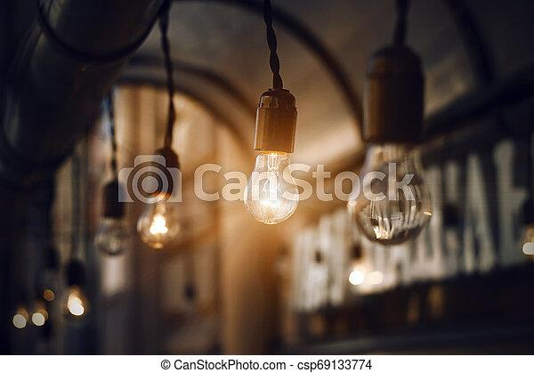 明るく, 夜, 暗闇, 白熱, 電球 - csp69133774