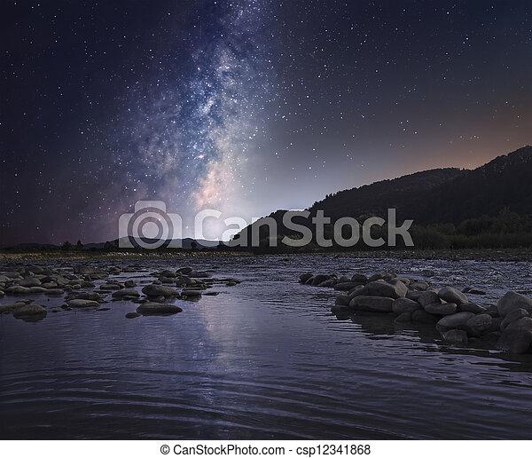 星が多い, 上に, 川, 空, 山 - csp12341868