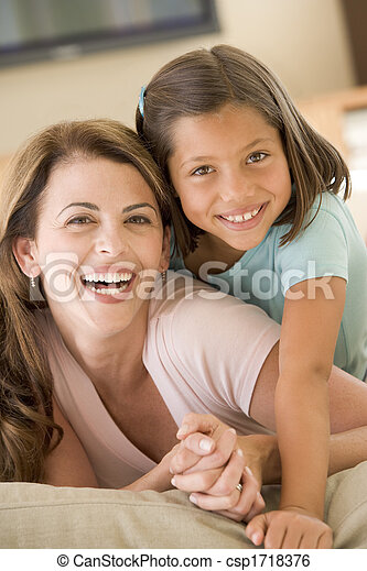 暮らし, 女, 部屋, 若い, 微笑の女の子 - csp1718376