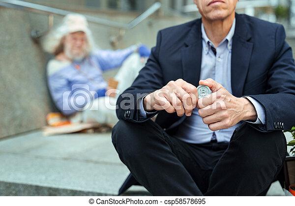 有用, オフィスマネージャー, ホームレスである, 保有物, コイン, 人 - csp58578695