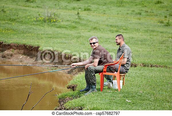 朋友, 湖捕魚 - csp57682797